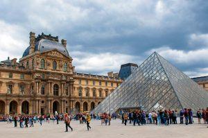 Paris-pyramide-musee-louvre