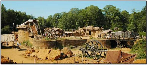 05b-guedelon-viewpano05